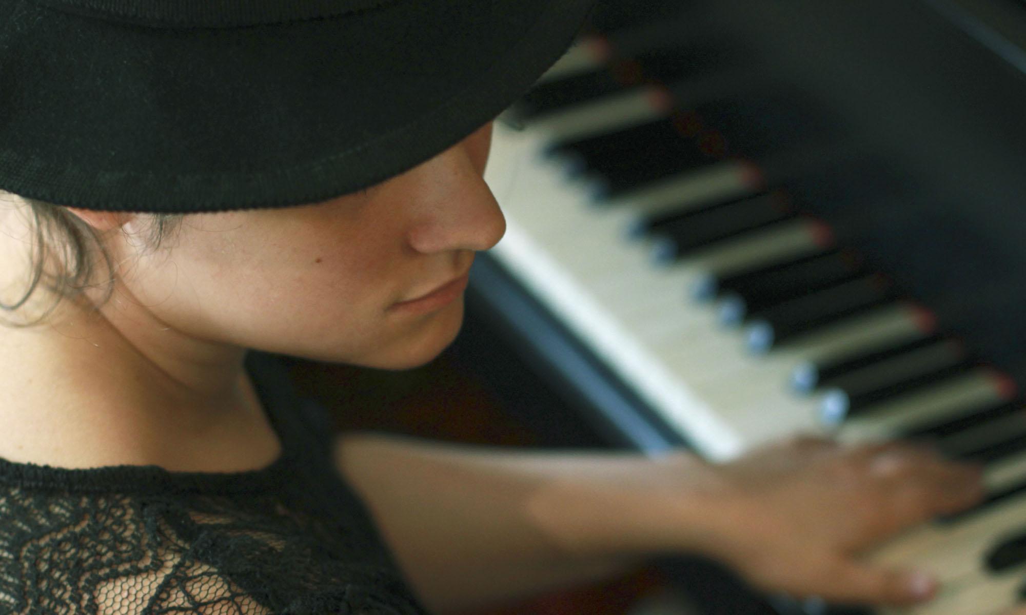 Missonne au piano ©Emmanuelle Rinen